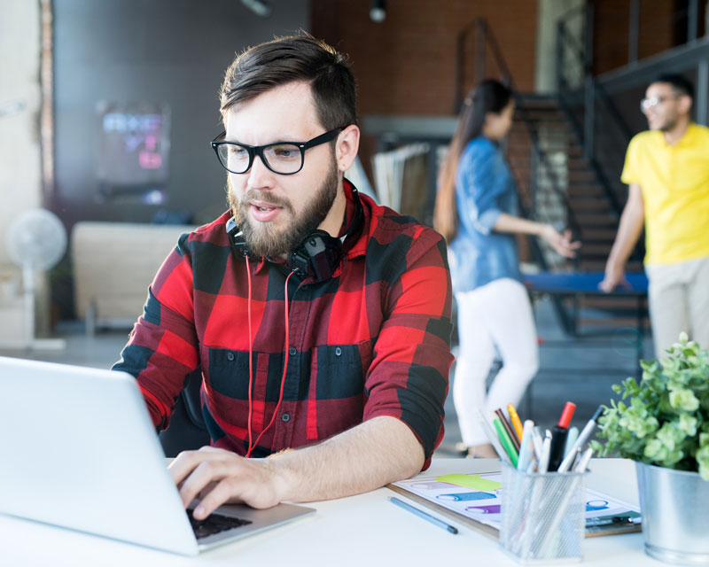 modern-bearded-man-using-laptop-in-coworking-space-XRQLYE3
