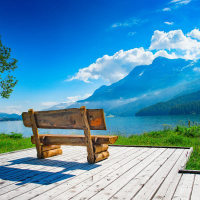 bench-with-view-of-the-mountain-lake-7D3RTPF